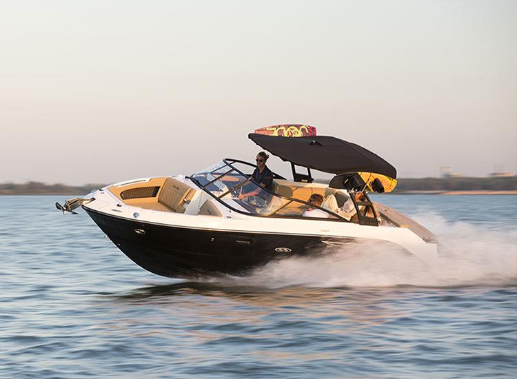 RaySea-Motorboot-volleFahrt